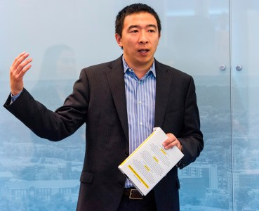 Andrew Yang talks to the Innovation Team at Alabama Power. (Billy Brown/Alabama NewsCenter)