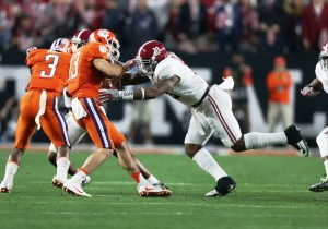 Alabama linebacker Reuben Foster makes a tackle. (Kent Gidley/UA Athletics)