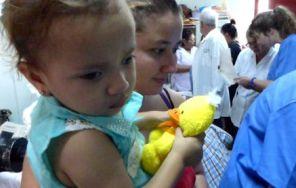 A toddler arrives for an eye consultation. (Scott Chramer/Alabama NewsCenter)