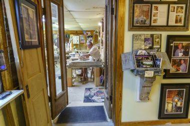 Tom Jones at work (Mark Sandlin/Alabama NewsCenter)