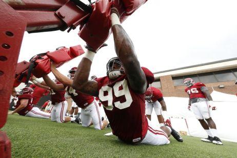 Alabama defensive lineman Raekwon Davis practices Monday. (Robert Sutton / UA Athletics)