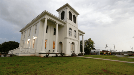 The Tuscaloosa Paranormal Research Group recently spent the night hunting for ghosts and other paranormal activity in Tuscaloosa's Drish House. (Bruce Nix / Alabama NewsCenter)