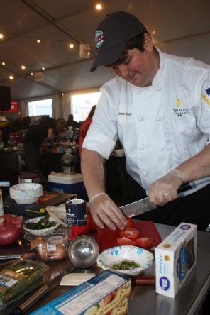 Chef Matthew Kinney slices tomatoes. (Robert DeWitt/Alabama NewsCenter)