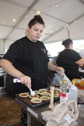 Cook team competes in dessert competition. (Robert DeWitt/Alabama NewsCenter)