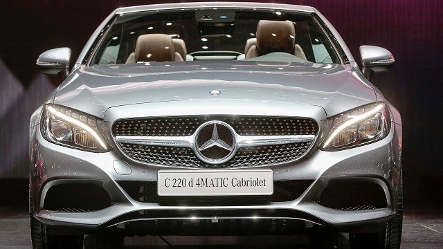 mercedes benz poised to topple bmw as world s luxury car king alabama newscenter mercedes benz poised to topple bmw as