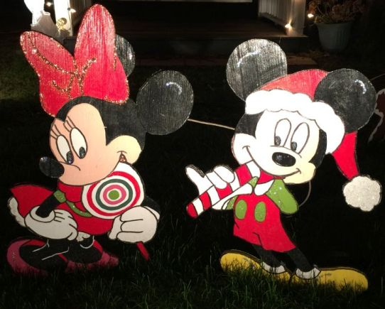 Minnie and Mickey entice kids. (Donna Cope / Alabama NewsCenter)