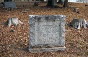 "Marker at the Willstown Mission Cemetery. ""Site of the Willstown Mission, 1823-1839, Also resting place of Supt Ard Hoyt, 1770-1828, Missionary to the Cherokee Indians here and at Brainerd, 1818-1828."" (Erin Harney/Alabama NewsCenter)"