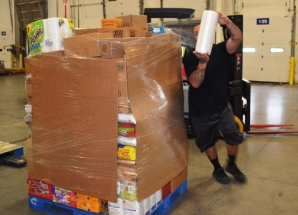 Cody Banguela wraps a pallet in the new Publix distribution center in McCalla. (Michael Tomberlin / Alabama NewsCenter)