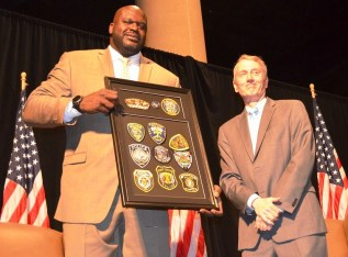 Shaquille O'Neal and Jeff Speegle pose at the 2017 American Values Luncheon. (Michael Tomberlin / Alabama NewsCenter)