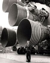 Dr. von Braun standing by five F-1 engines. (NASA, Wikimedia)