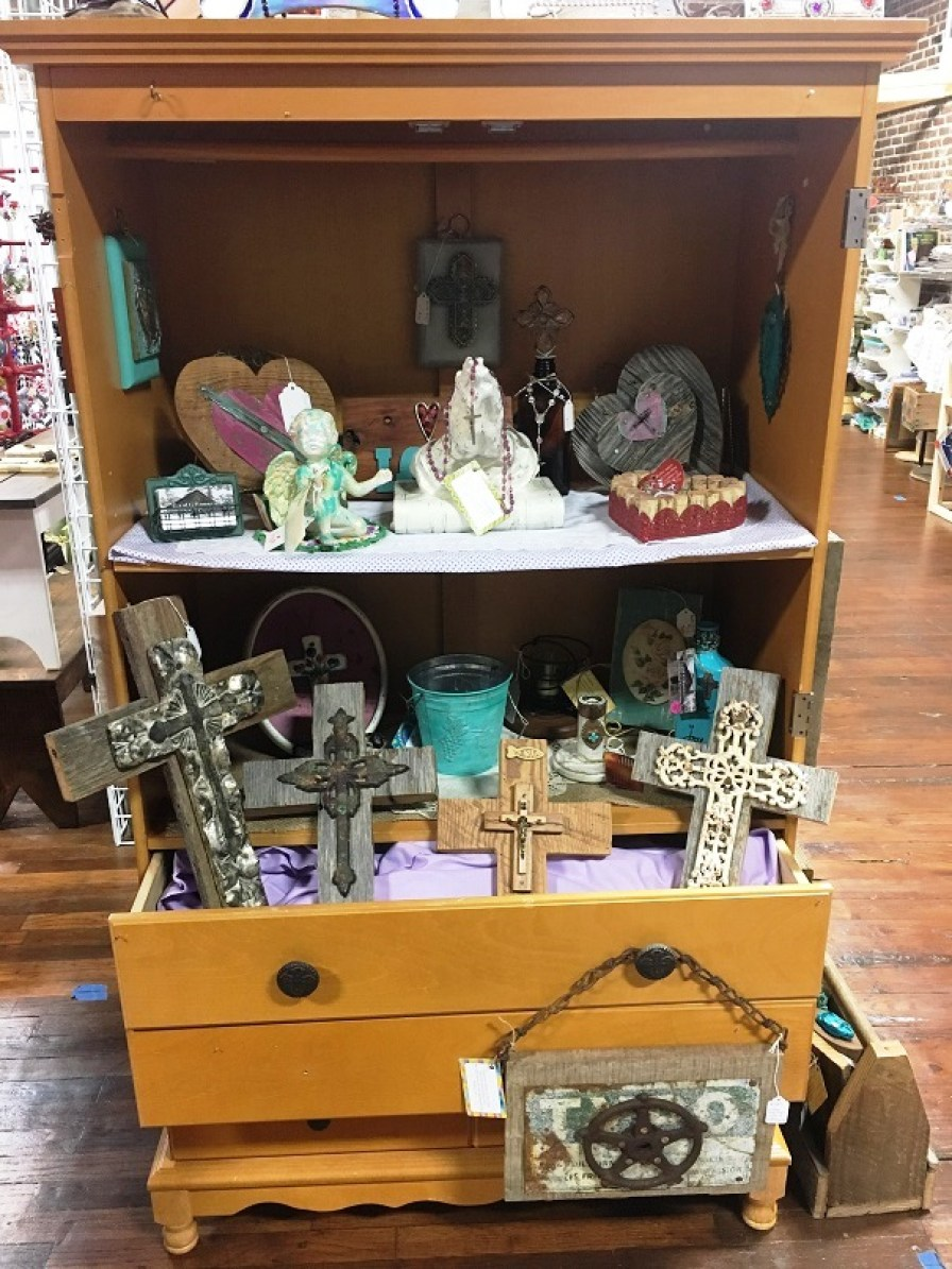 Crosses are at the heart of many of G and G Barnwood and Other Creations' works. (Brittany Faush-Johnson / Alabama NewsCenter)
