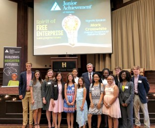Alabama Power Chairman, President and CEO Mark Crosswhite with the young entrepreneurs who were finalists in this year's Junior Achievement of Alabama Business Plan Challenge. (Alabama NewsCenter)