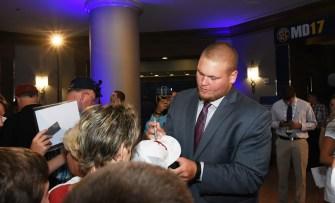 Bradley Bozeman signs autographs for Crimson Tide fans. (Solomon Crenshaw Jr. / Alabama NewsCenter)