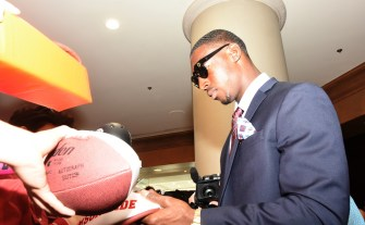 Calvin Ridley signs autographs for fans at SEC Media Days. (Solomon Crenshaw Jr. / Alabama NewsCenter)