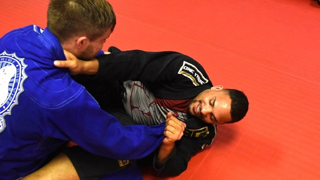 Former Crimson Tide football star Eryk Anders storms the UFC