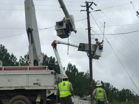 Alabama Power crews restore power near Wedowee. (Jacki-Lyn Lowry / Alabama NewsCenter)