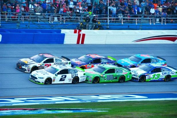 The final laps of the 2017 Alabama 500. (Karim Shamsi-Basha / Alabama NewsCenter)