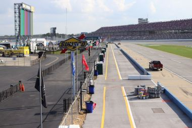 Pit row before the races begin. (Dennis Washington/Alabama NewsCenter)