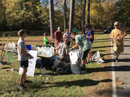Volunteers at the 2017 Shades Creek Greenway tree planting included students from Samford University and Homewood High School, as well as residents from Homewood and other communities. (Jesse Chambers / Homewood Star)