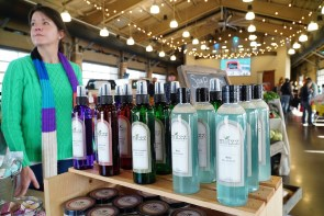 Tonya Moran offers her wares for sale at Tuscaloosa River Market. (Mark Sandlin / Alabama NewsCenter)