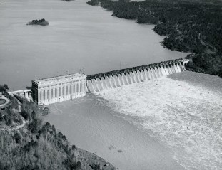 Lay Dam (Lock 12) dam and reservoir. (Alabama Power Company Archives)