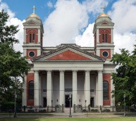An east view of Cathedral Basilica of the Immaculate Conception, Mobile, 2016. (DXR, Wikipedia)