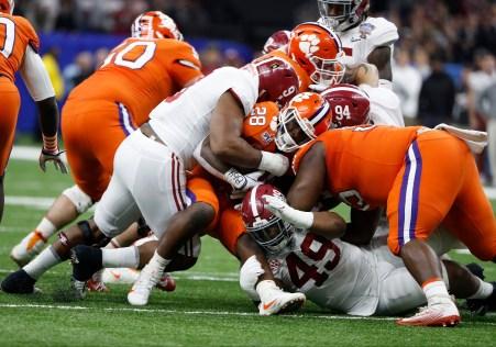 Alabama defensive lineman Da'Shawn Hand (9) makes a play during the Sugar Bowl matchup with Clemson. (Crimson Tide Photos)