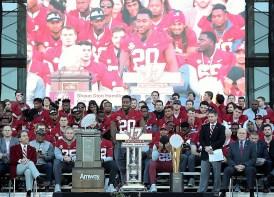 Alabama linebacker Shaun Dion Hamilton (20) speaks to fans. (Kent Gidley)