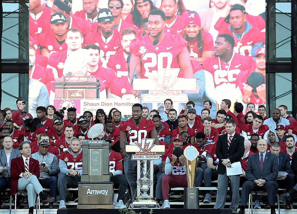 Alabama linebacker Shaun Dion Hamilton (20) speaks to fans. (Kent Gidley)