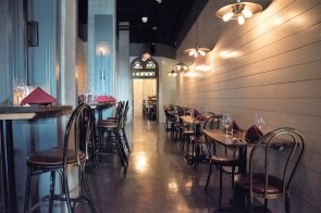 Purveyor Huntsville is a new restaurant in a new building that achieves an easygoing, comfortable atmosphere. (Brittany Faush/Alabama NewsCenter)