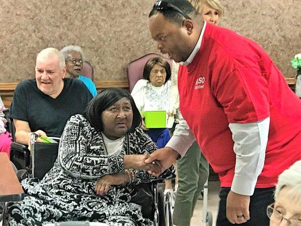 APSO volunteers greet the elderly and deliver Cheeriodicals. (Linda Brannon/Alabama NewsCenter)