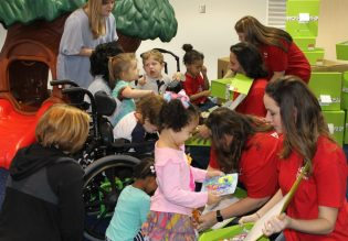 APSO volunteers at Hand in Hand delivering Cheeriodicals to young recipients. (Photos courtesy of Hand in Hand)