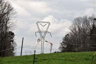 Alabama Power crews have been working as quickly and safely as possible to restore power to areas affected by tornadoes and storms on March 19. (Wynter Byrd / Alabama NewsCenter)