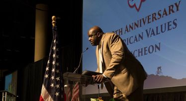 Former NBA player Shaquille O'Neal speaks at the 2017 luncheon. (Alabama NewsCenter file)