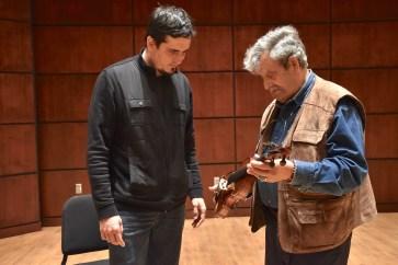 Amnon Weinstein shows a violin to ASO Conductor Carlos Izcaray. (Karim Shamsi-Basha/Alabama NewsCenter)