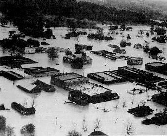 Flooding in Elba in 1929. Emergency airlift was organized from the Maxwell Air Force Base in Montgomery. (U.S. Army, Wikipedia)