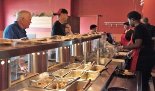 The food at Rodney's is pulling in customers. (Brittany Faush/Alabama NewsCenter)