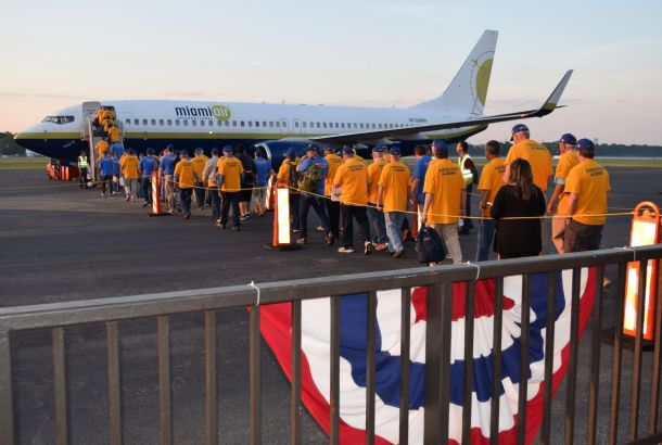 Veterans embark Miami Air chartered flight, compliments of the Tuscaloosa Rotary Club. (Donna Cope/Alabama NewsCenter)