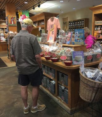 Customers enjoy the free samples Priester's offers. (Keisa Sharpe/Alabama NewsCenter)