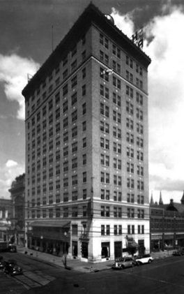 The Redmont Hotel, photographed in 1939. Part of the Birmingham News Photograph Collection at the Birmingham Public Library Archives. (Birmingham Public Library Archives, Bhamwiki)
