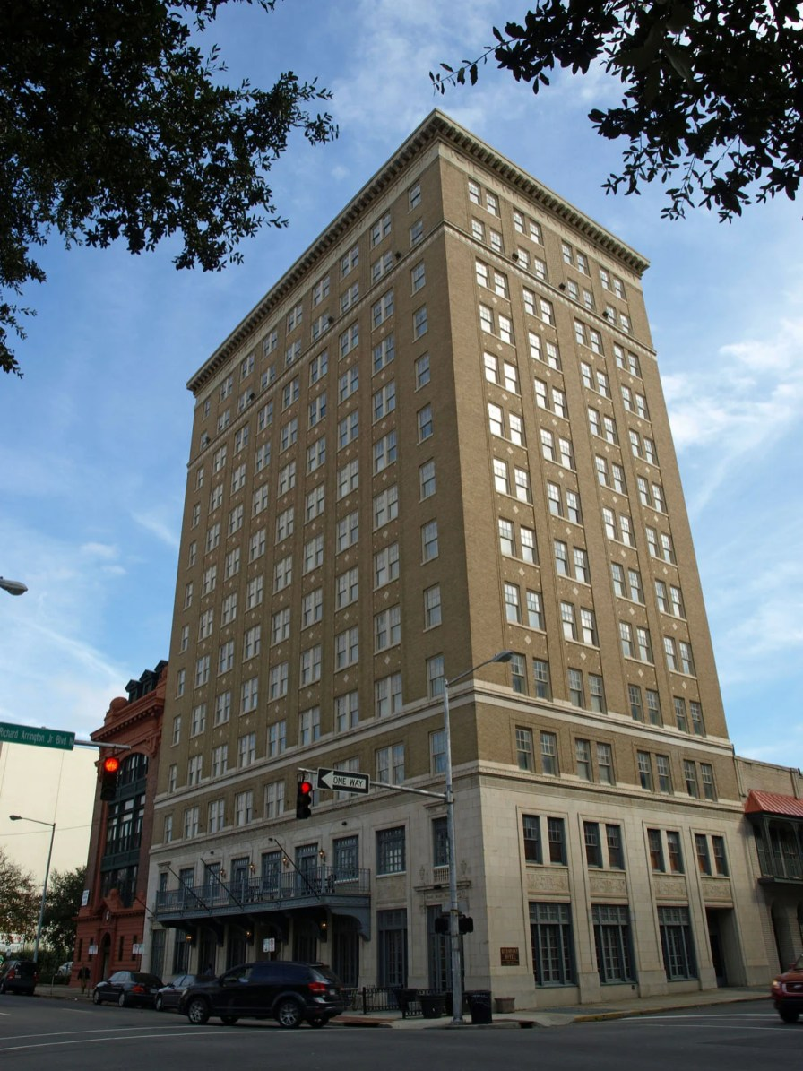 The Redmont Hotel in Birmingham, 2011. (Chris Pruitt, Wikipedia)