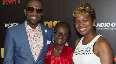 Rickey Smiley is joined by his mother and sister. (file)