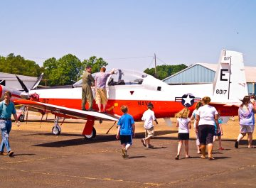 A trainer with the U.S. Navy and Air Force, the T-6 Texan II, at the Tuscaloosa Air Show, 2010. (Photographer 192, Flickr)