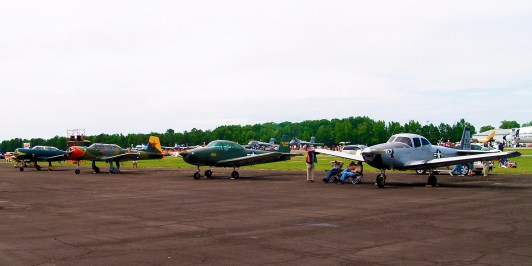 Trainers from Russia, China and the U.S. at the Tuscaloosa Air Show, 2010. (Photographer 192, Flickr)