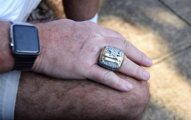 Eli Gold wears a national championship ring. (Solomon Crenshaw Jr. / Alabama NewsCenter)