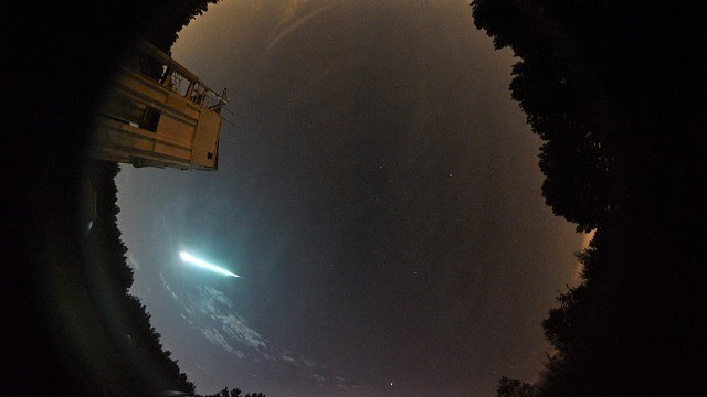 Alabama fireball in the midnight sky captured by multiple cameras