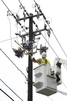 Alabama Power works to restore service to Dauphin Island on Wednesday, Sept. 5, after Tropical Storm Gordon. (Mike Kittrell / Alabama NewsCenter)