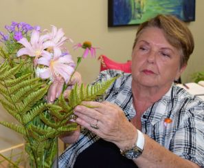A breast cancer survivor arranges a bouquet. (Donna Cope/Alabama NewsCenter)