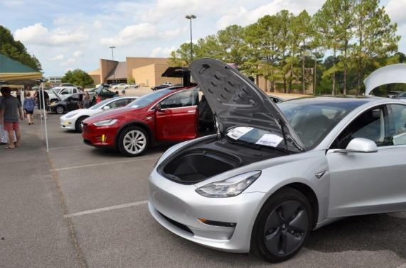 National Drive Electric Week kicked off Sept. 8 in Birmingham with a showcase of electric vehicles. (Michael Tomberlin / Alabama NewsCenter)