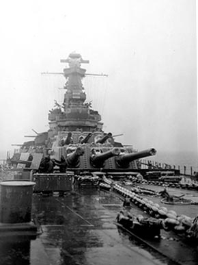 Guns on the deck of the battleship USS Alabama (BB-60) during a snowstorm in January 1943. (From Encyclopedia of Alabama, U.S. Navy)
